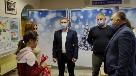 Вихованців шкіл-інтернатів Дніпровського району привітали з Днем Святого Миколая